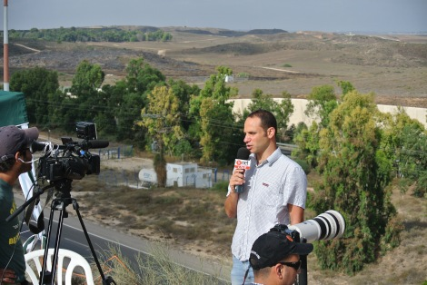 A Yediot reporters at a lookout over Gaza (Seth J. Frantzman)