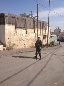 A Border Policeman at the entrance to Jebel Mukaber (Seth J. Frantzman)