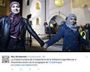 Muslims form a human chain around a synagogue in Norway (screenshot)