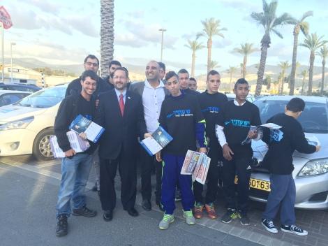 Lipman with his team of volunteers