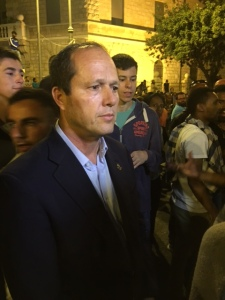 Jerusalem Mayor Nir Barkat listened to their complaints (Seth J. Frantzman)