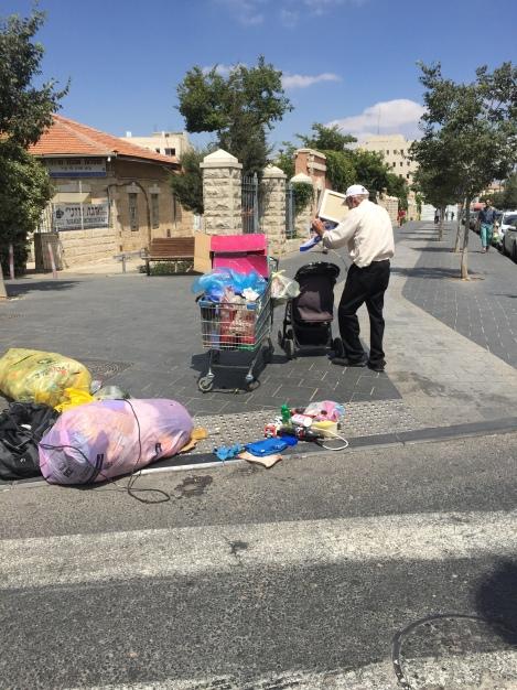 A man pushes his cart (Seth J. Frantzman)