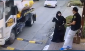 A woman trying to stab an Israeli at Beitar Ilit. (screengrab)