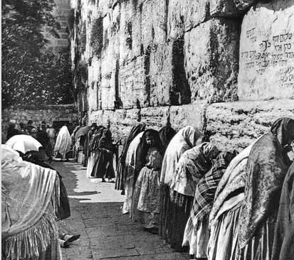 """What was the Kotel really like in the """"egalitarian good old days"""" before  1967 